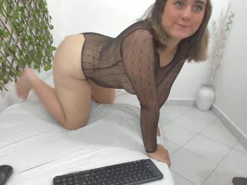 [27-01-20] michelle_owen1 video with toys