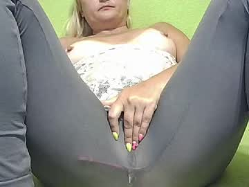 [30-08-20] mommy_k0rtney record video with dildo