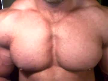 [12-09-21] musclebullxx29 record video with toys
