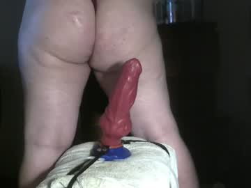 [28-10-20] knotty_wolfe record video with dildo