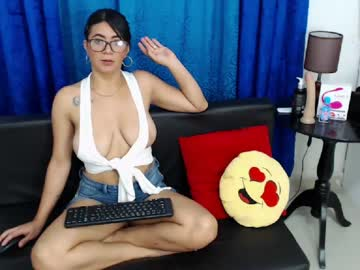 [04-12-20] carla_rivera_19 show with toys