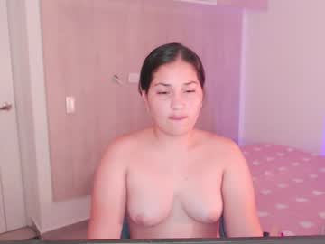 [27-05-21] pia_rose record video with toys