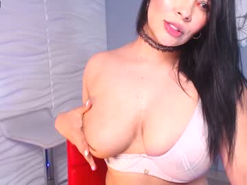 [09-06-20] lauren_dallas record video with toys