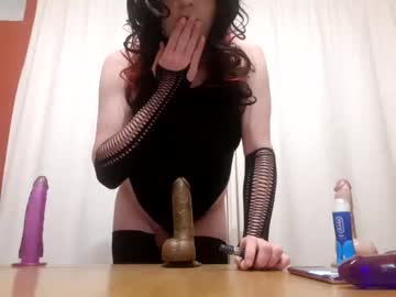 [26-09-20] kara_violet video with toys