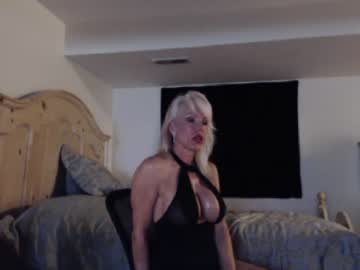 [25-09-20] cougarbarbie record video with toys