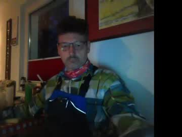 [23-11-20] trebgeis1 record video with toys
