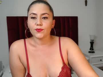 [11-01-20] nicolelovers record video with toys